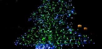 julen dekorerar nya home idéer för garnering till Visat på bokeh tänder bakgrund Royaltyfria Foton