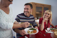 julen dekorerar nya home idéer för matställe till Royaltyfri Fotografi