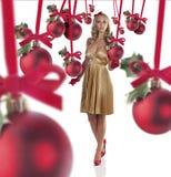 julen klädde den eleganta flickan Royaltyfria Foton