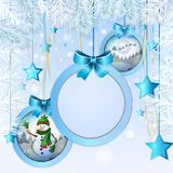 Julen klumpa ihop sig med snowmanen Arkivfoto