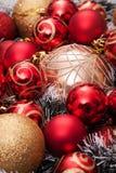 julen kopierar treen för avstånd för den stora prydnaden för garneringfokusguld den röda Royaltyfria Foton