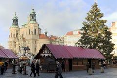 julen market den gammala prague fyrkantiga townen Arkivfoto