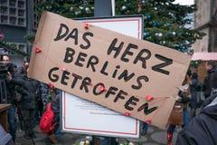 Julen marknadsför i Berlin, dagen efter terroristattacken Arkivfoto
