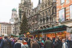 Julen marknadsför i Munich, Tyskland Royaltyfria Foton