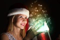 julen någon den strumpor görade randig överrrakningen trippar till treexmas Arkivfoton