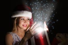 julen någon den strumpor görade randig överrrakningen trippar till treexmas Arkivbild