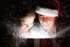 julen någon den strumpor görade randig överrrakningen trippar till treexmas Royaltyfri Foto