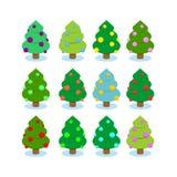julen ställde in treen Mångfärgade prydnader på träd Royaltyfria Bilder