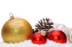 julen stänger upp dekorativa prydnadar Fotografering för Bildbyråer