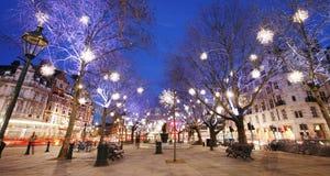 Julen tänder skärm i London Arkivbild