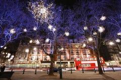 Julen tänder skärm i London Royaltyfri Fotografi