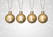 Julförsäljningstecken på guld- struntsaker över vit bakgrund Royaltyfria Bilder
