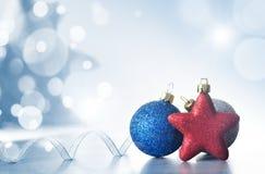 Julferiebakgrund som dekoreras med struntsaker, ljus girland nytt år för julgarnering fotografering för bildbyråer