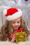 julflicka little present Royaltyfri Foto