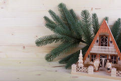 Julfyr med träbakgrund Arkivbild