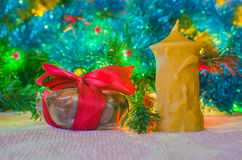 Julgåva med candl Arkivbild