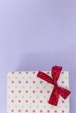 Julgåvaask med garneringar Royaltyfri Fotografi