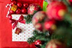 Julgåvaask med garneringar Fotografering för Bildbyråer