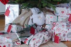 julgåvatree under Arkivfoto