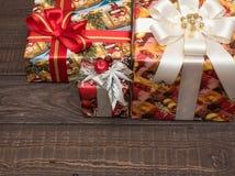 Julgåvor ar redan köpta och ar packade Arkivbilder