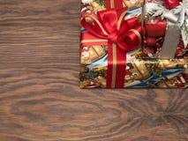 Julgåvor ar redan köpta och ar packade Arkivfoton