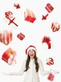 julgåvor som regnar den santa kvinnan Arkivbilder