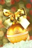 Julgarnering, guld- jul klumpa ihop sig med den guld- pilbågen Royaltyfria Bilder