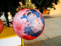 Julgarnering - handgjorda struntsaker Julprydnader på julgranen Europeiskt nytt år fotografering för bildbyråer