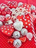 Julgarnering i rött och vitt Arkivbilder