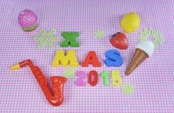 Julgarnering 2015 med färgrika leksaker Arkivfoto