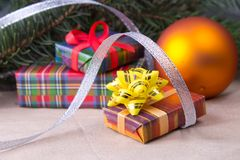 Julgarnering med gåvor Royaltyfri Fotografi