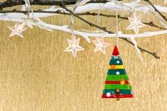 Julgarnering med glass ljus för granträd och ferie fotografering för bildbyråer
