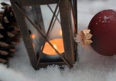 Julgarnering med stearinljuset Arkivbild