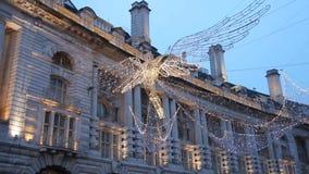 Julgarnering mellan Piccadilly Circus och den härskande gatan, London, UK lager videofilmer