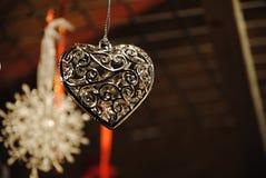 Julgarnering - metall dekorerad hjärta Royaltyfria Bilder
