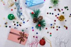 Julgarnering och gåvacloseup royaltyfri bild