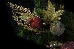 Julgarnering och prydnader royaltyfri foto