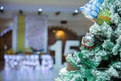 Julgarnering på abstrakt bakgrund år för 2007 bolljul Arkivfoton