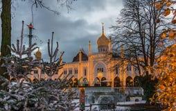 Julgarnering på den moriska slotten i Tivoli arbeta i trädgården Fotografering för Bildbyråer