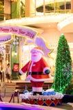 Julgarnering på det Promanade varuhuset Royaltyfria Foton