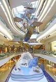 Julgarnering på festivalen går shoppinggallerian, Hong Kong Arkivbild