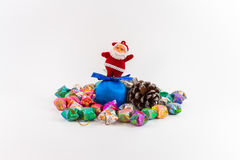 Julgarnering på isolerad bakgrund Arkivbild