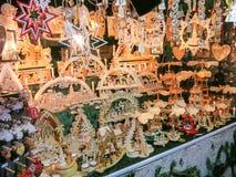 Julgarnering på julmarknaden Royaltyfri Fotografi