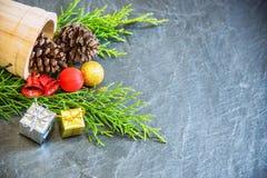 Julgarnering på stenbakgrund Fotografering för Bildbyråer