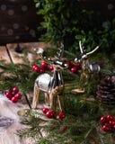 Julgarnering på träbakgrund nytt år för begrepp royaltyfria foton