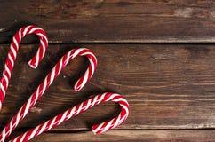 Julgarnering på träbräden Fotografering för Bildbyråer