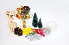 Julgarnering på vitbakgrund Arkivbilder