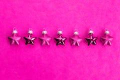 Julgarnering, stjärnor, rosa färger Arkivfoto