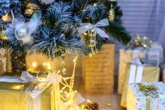 Julgarnering tänder bakgrundsmirakel Arkivbild