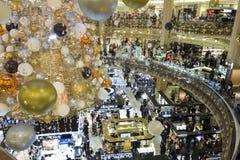 Julgarneringen på den Galeries Lafayette köpcentret, Arkivbilder